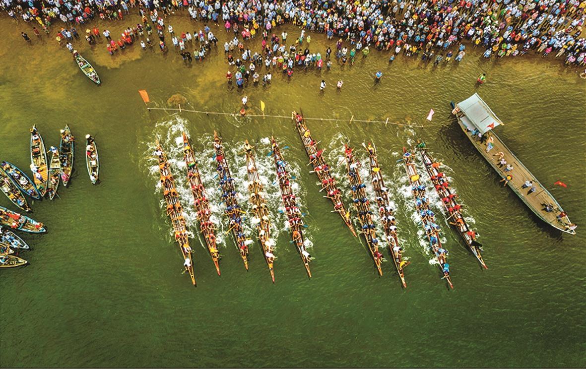 Quảng Nam có rất nhiều lễ hội dân gian đặc sắc, thu hút khách du lịch. TRONG ẢNH: Lễ hội Bà Thu Bồn.
