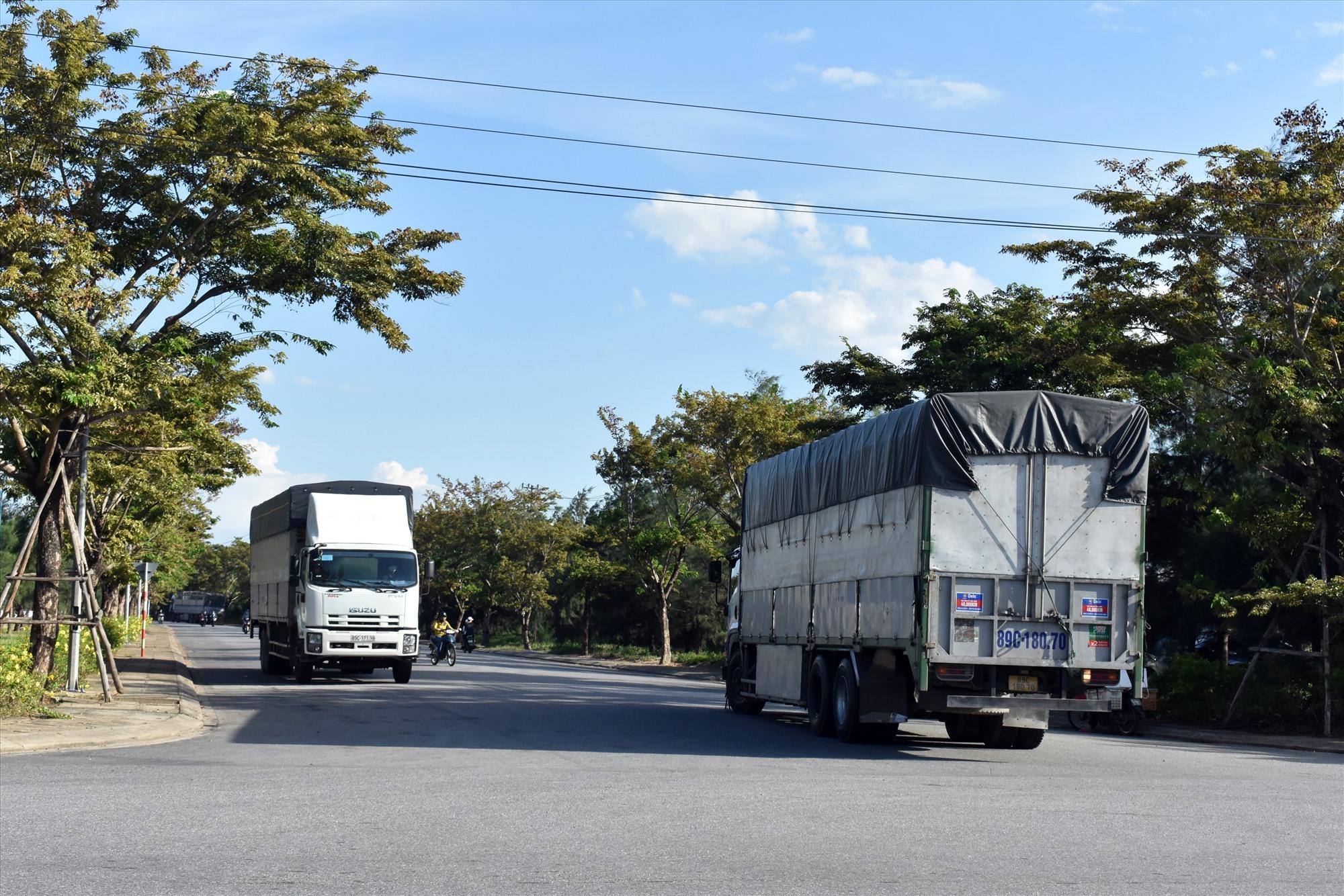 Tài xế xe chở hàng hóa đặc thù sẽ không được vào Quảng Nam