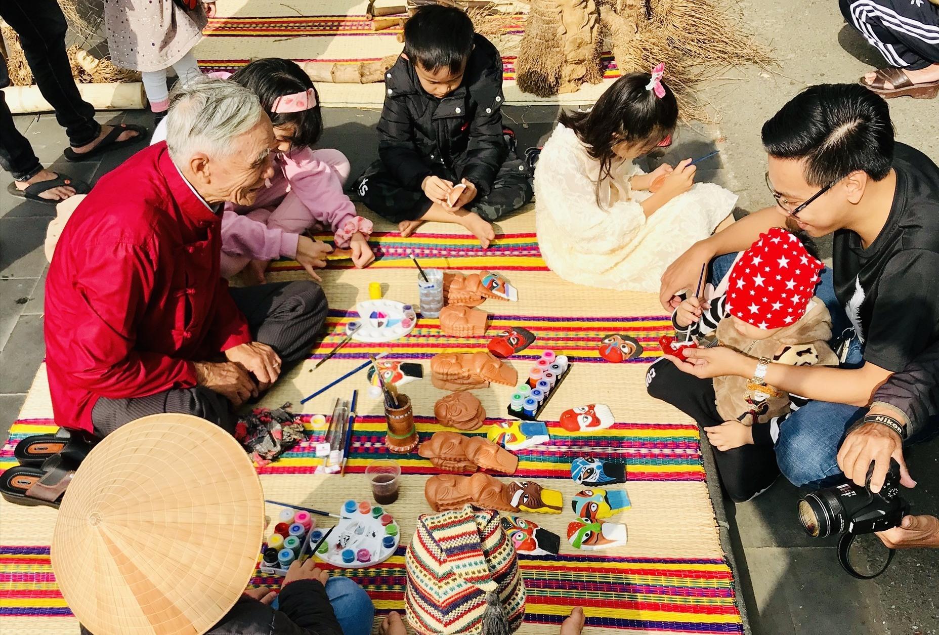 Chiến lược phát triển văn hóa Việt Nam đến năm 2030 đặt mục tiêu từng bước xây dựng văn hóa thực sự trở thành nền tảng tinh thần vững chắc của xã hội, sức mạnh nội sinh quan trọng để đảm bảo sự phát triển bền vững. Ảnh: Q.T
