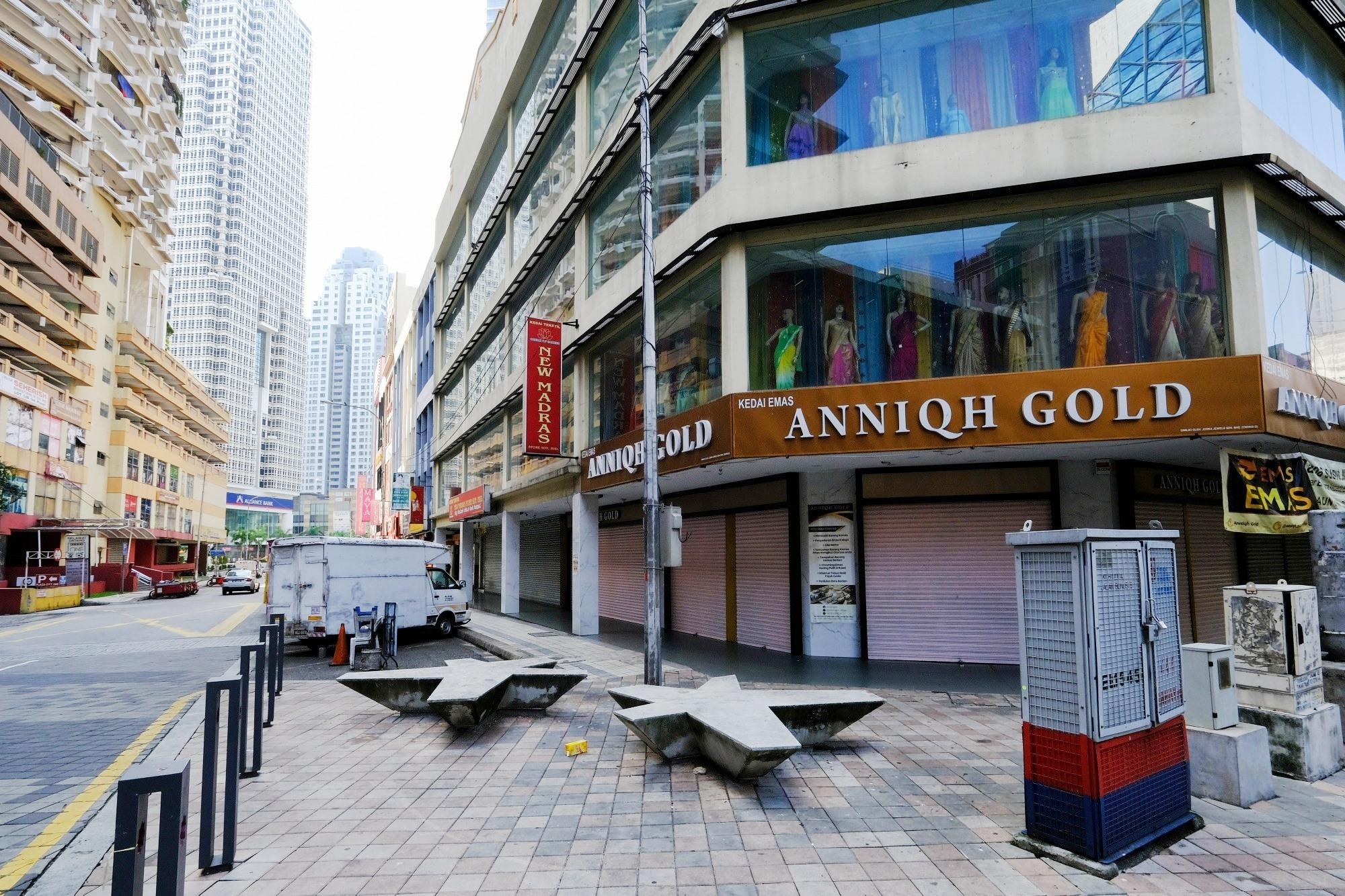 Một góc thủ đô Kuala Lumpur, Malaysia vắng lặng do lệnh phong tỏa Covid-19. Ảnh: Bloomberg