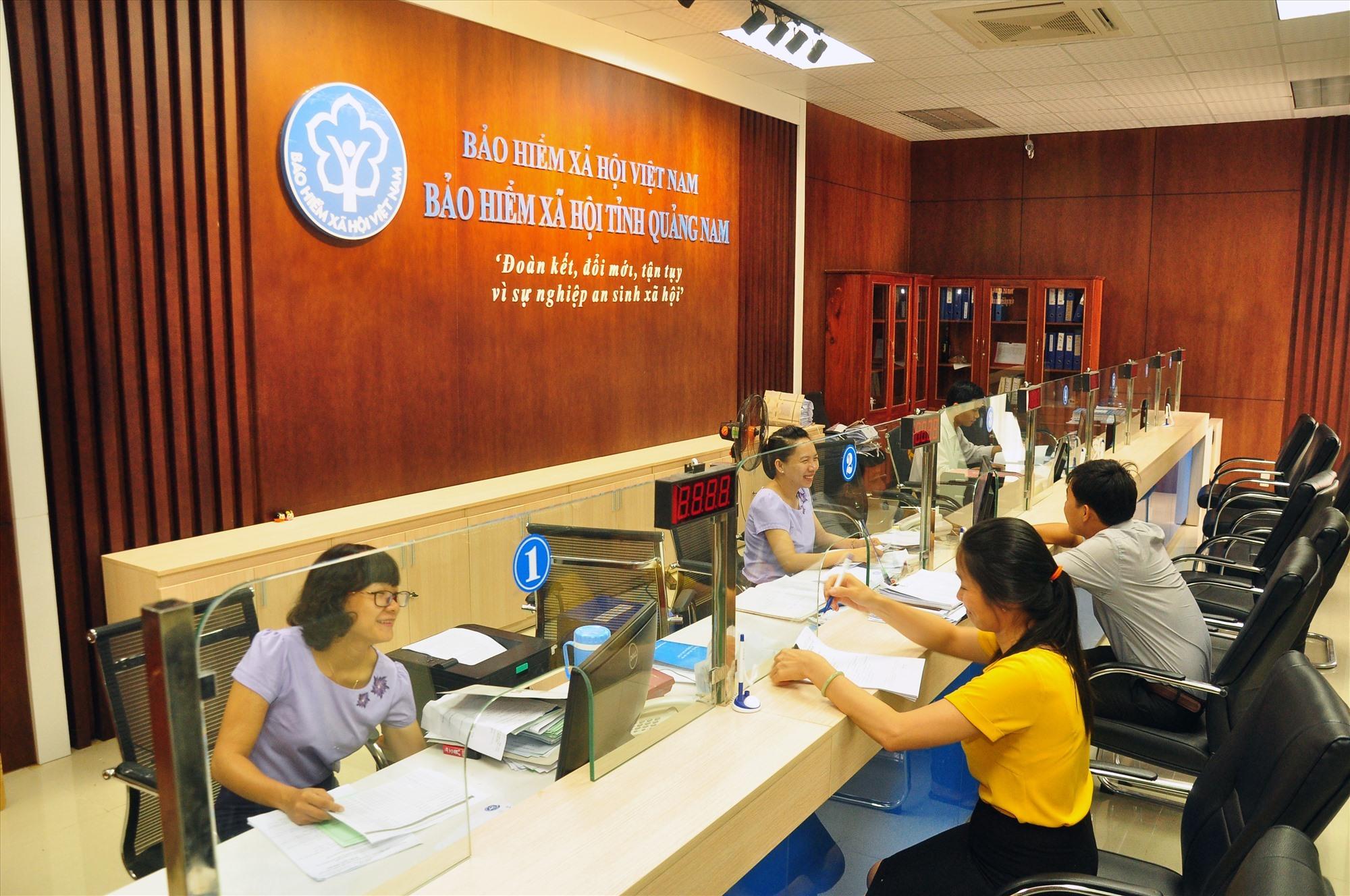BHXH Việt Nam là đơn vị đầu tiên ngoài ngành công an được triển khai dịch vụ kết nối và xác thực dữ liệu từ CSDLQG về dân cư. Ảnh: B.H