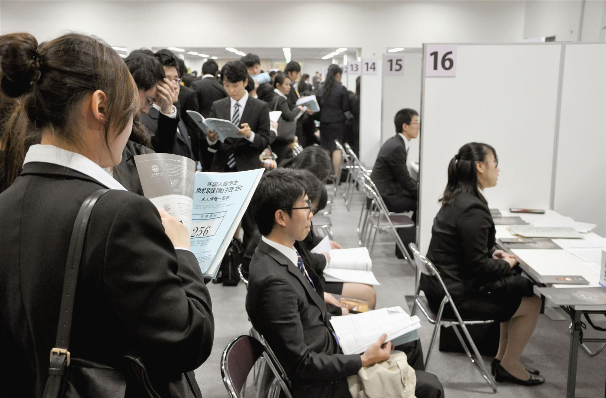 Sinh viên quốc tế tiềm kiếm cơ hội việc làm tại Nhật Bản- Ảnh: Kyodo