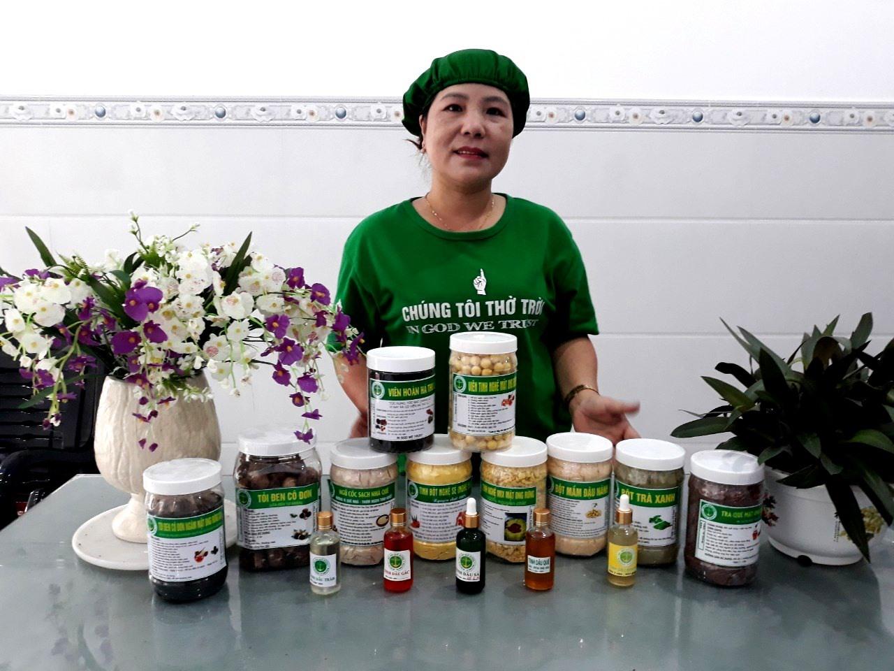 Tinh bột nghệ Tabitha của chị Đặng Thị Tố Nga (xã Bình Lãnh) là một trong những sản phẩm OCOP nổi bật của huyện Thăng Bình đã có chỗ đứng vững chắc trên thị trường. Ảnh: V.Q