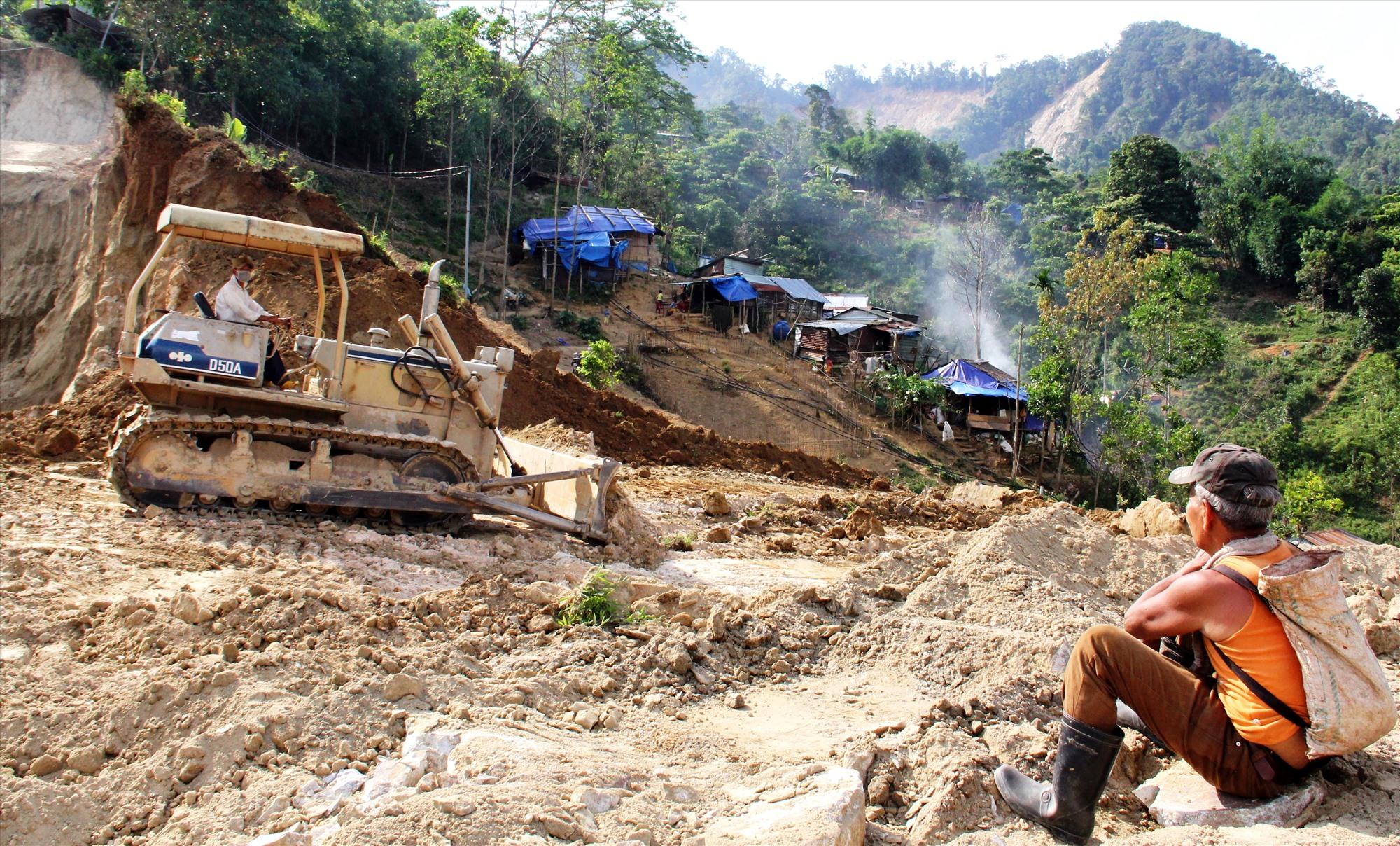 Huyện Phước Sơn phấn đấu hoàn thành mặt bằng tái định cư cho người dân trước 30.6 tới, đảm bảo các điều kiện để người dân dựng nhà ở. Ảnh: ĐĂNG NGUYÊN