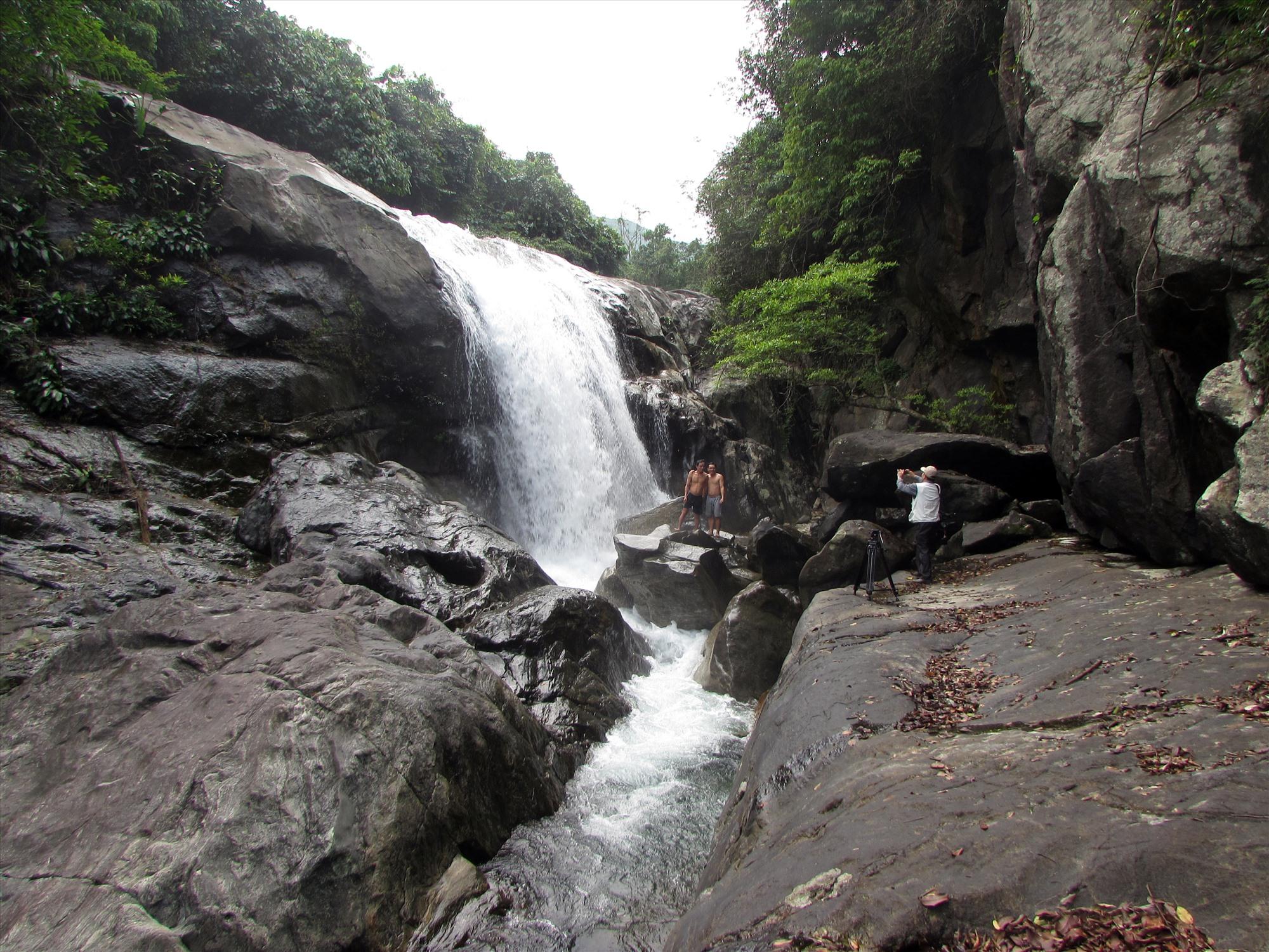 Hố Giang Thơm là điểm du lịch sinh thái Núi Thành. Ảnh: V.PHIN