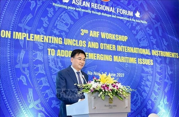 Deputy Minister of Foreign Affairs Pham Quang Hieu speaks at the workshop. (Photo: VNA)