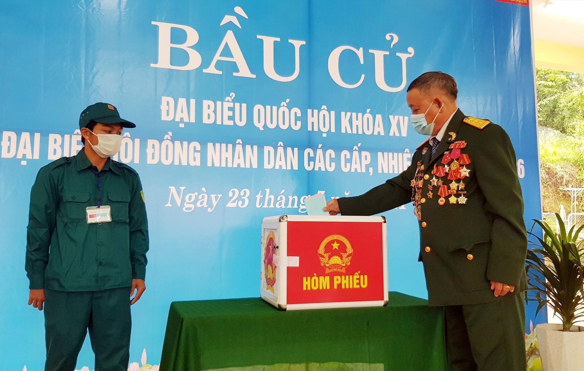 Ngày 23.5, cùng với cả nước 99,94% cử tri Quảng Nam đi bỏ phiếu bầu chọn những người xứng đáng nhất tham gia đại biểu Quốc hội khóa XV và đại biểu HĐND tỉnh các cấp nhiệm kỳ 2021 - 2026. Ảnh: N.Đ
