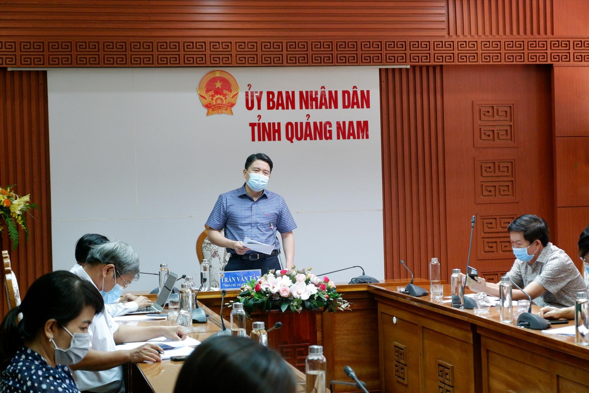 Phó Chủ tịch UBND tỉnh Trần Văn Tân chủ trì cuộc làm việc chiều ngày 4.6. Ảnh: X.H