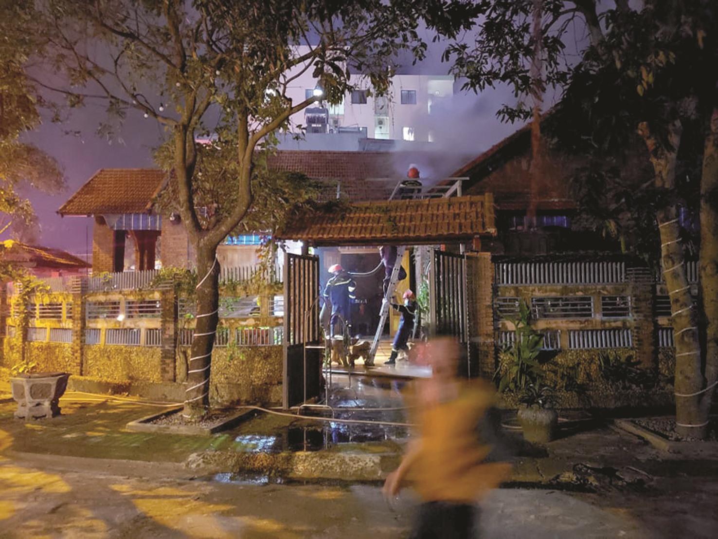 Đã có 23 vụ cháy xảy ra trên địa bàn tỉnh từ đầu năm đến nay, gây thiệt hại khoảng 3,3 tỷ đồng. Trong ảnh: Vụ cháy xảy ra ở phường Tân Thạnh (TP.Tam Kỳ) vào đầu năm nay. Ảnh: P.V