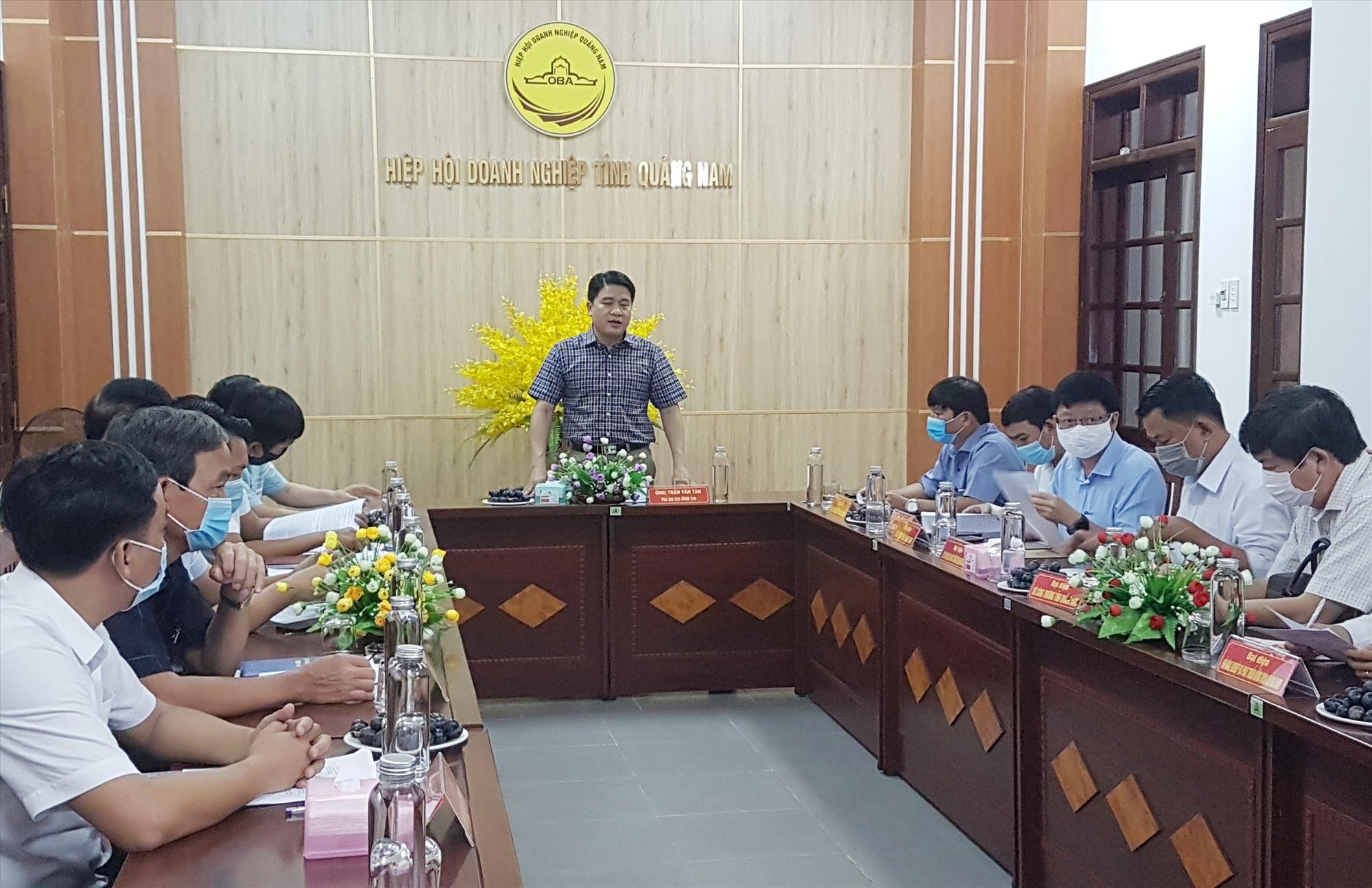 Phó Chủ tịch UBND tỉnh Trần Văn Tân chủ trì buổi tiếp doanh nghiệp định kỳ tháng 6.2021. Ảnh: D.L