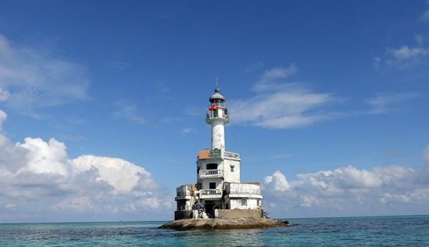The lighthouse on Da Tay B Reef (Photo: VNA)
