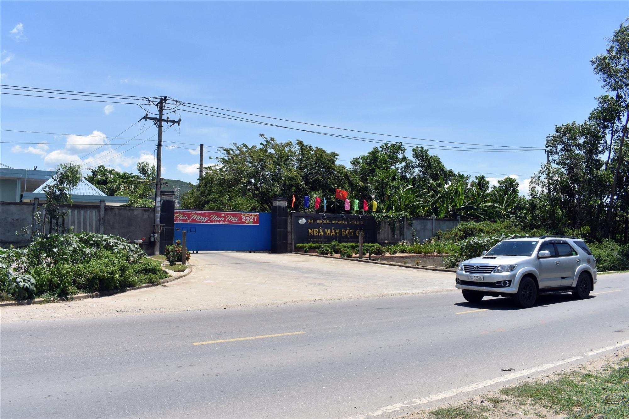 Nhà máy bột cá Công ty TNHH chế biến thủy sản Hải Thành Công bị dân phản ánh vì gây ra mùi hôi thối trong thời gian dài - Ảnh: VL