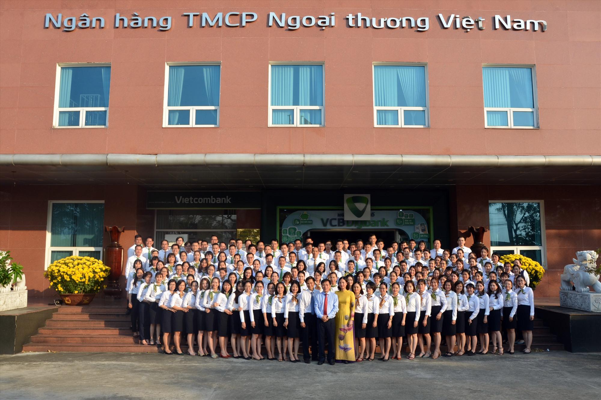 Trong 15 năm hoạt động, Vietcombank Quảng Nam ngày càng lớn mạnh, khẳng định vị thế, thương hiệu của mình. Ảnh: V.C