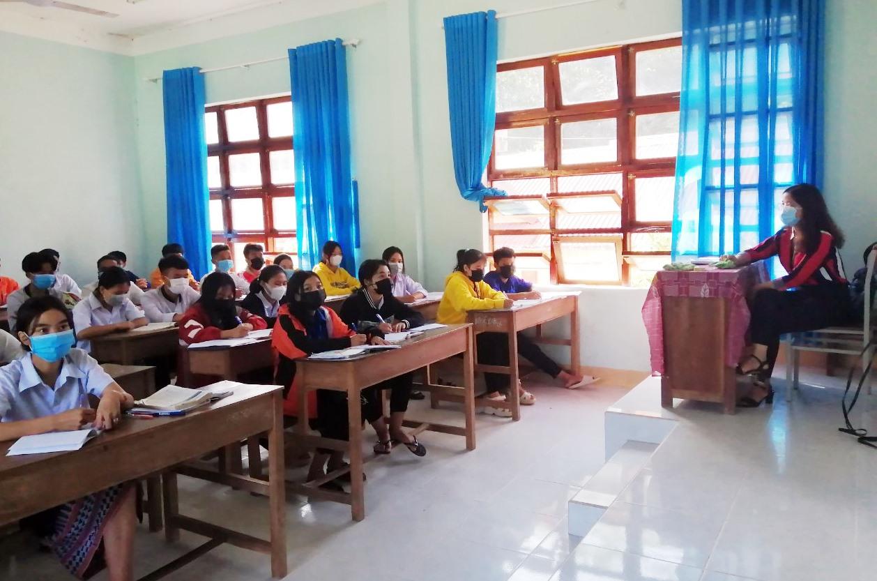Học sinh lớp 12 Trường THPT Võ Chí Công được ôn tập kiến thức tại trường để chuẩn bị bước vào kỳ thi tốt nghiệp THPT. Ảnh: Đ.H