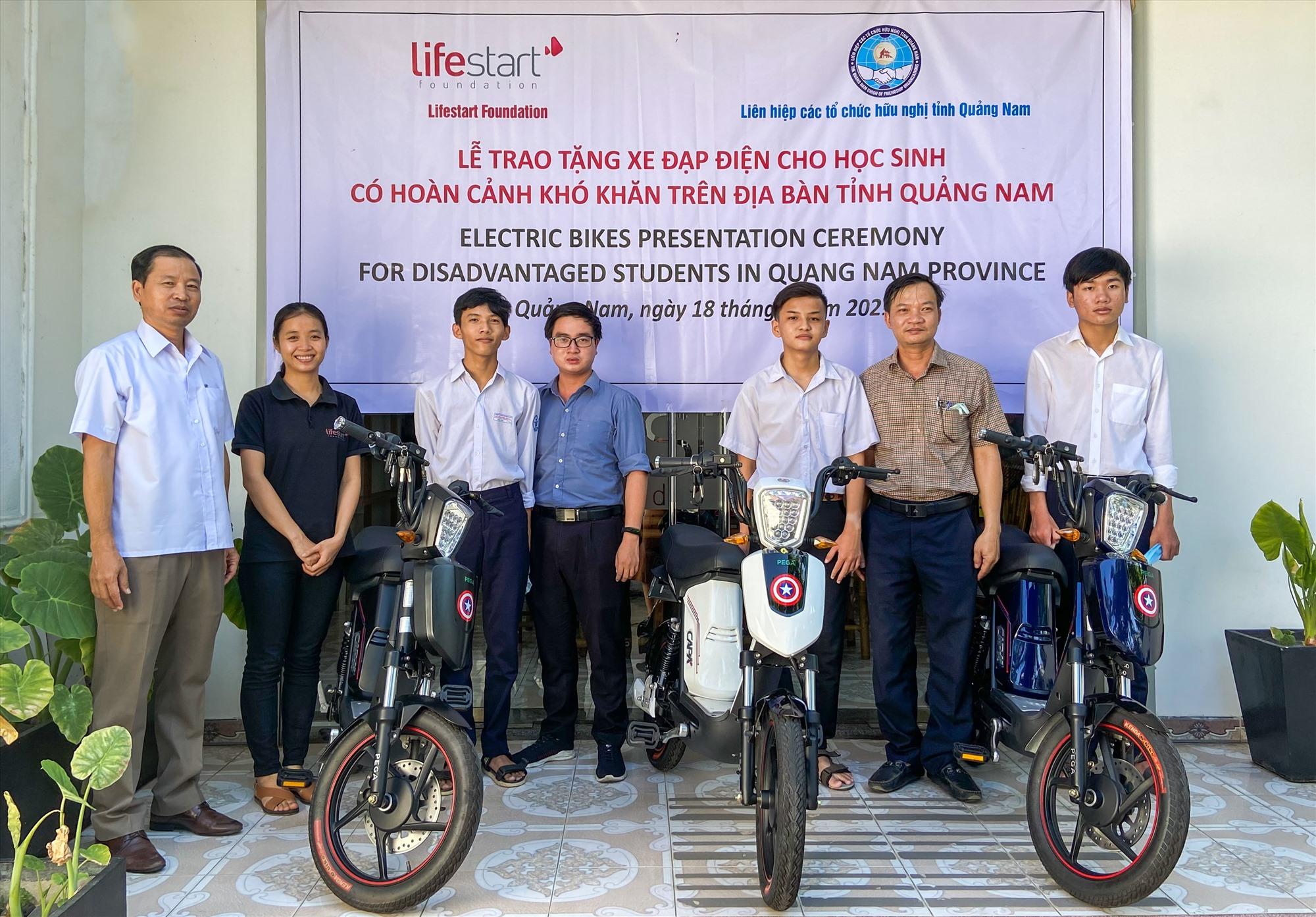 Hỗ trợ xe đạp điện cho học sinh nghèo Quảng Nam