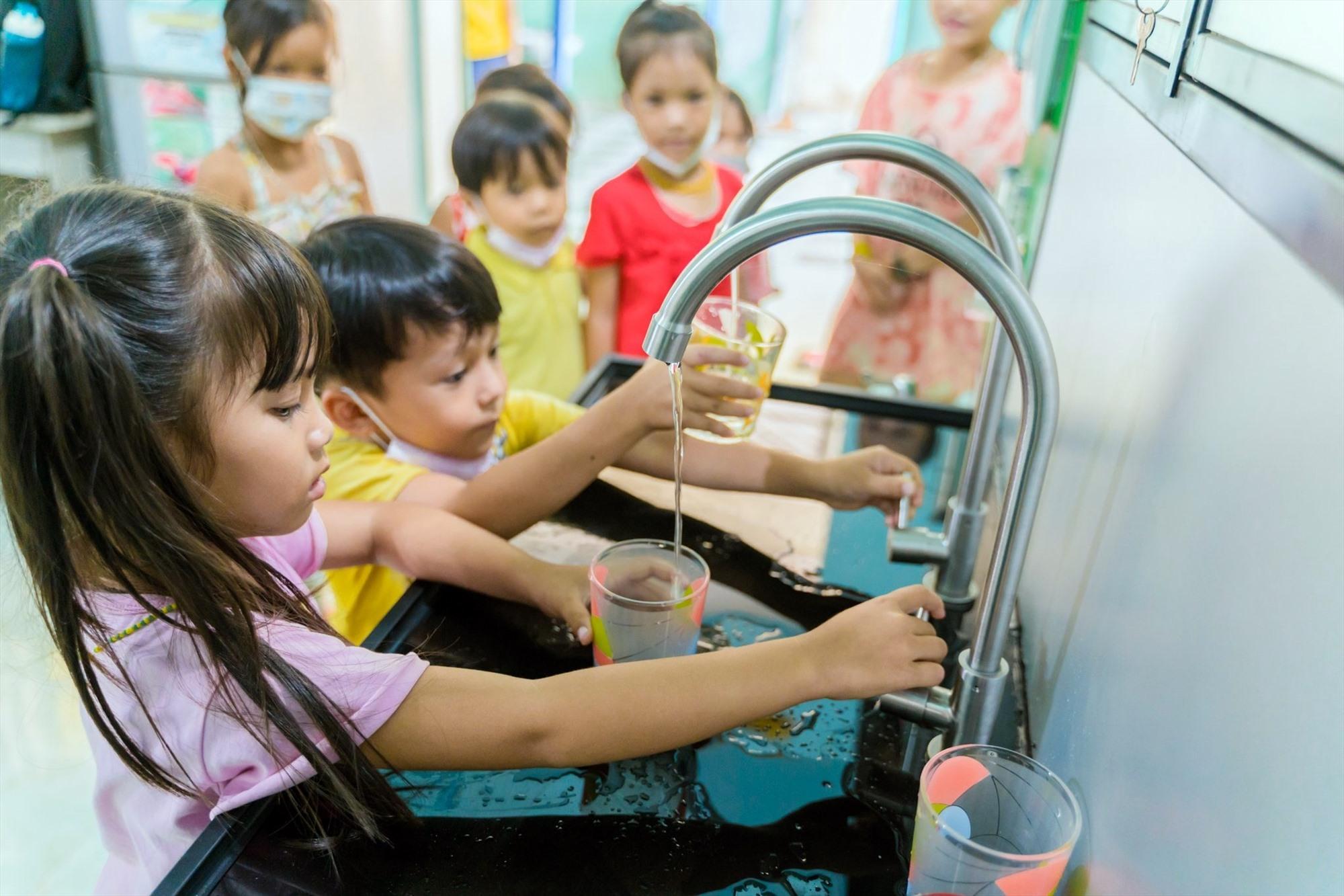 Nhiều trẻ em đã được hưởng lợi từ các chương trình dự án về nước sạch