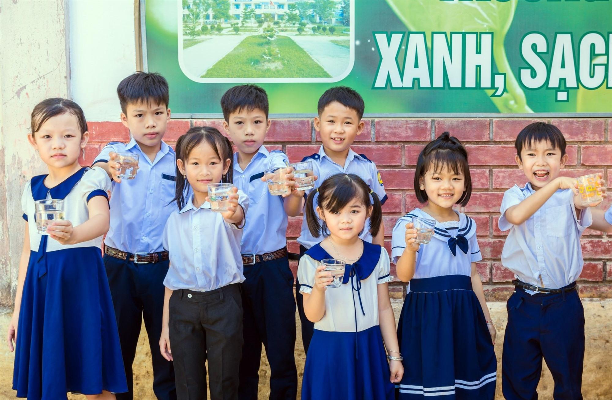 Tổ chức LSF hỗ trợ máy xử lý nước sinh hoạt cho các trường học trên địa bàn tỉnh