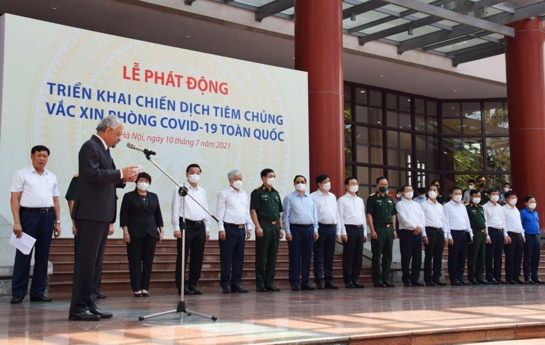 Thủ tướng Chính phủ Phạm Minh Chính cùng các đại biểu dự Lễ phát động triển khai chiến dịch tiêm chủng vaccine phòng Covid -19.