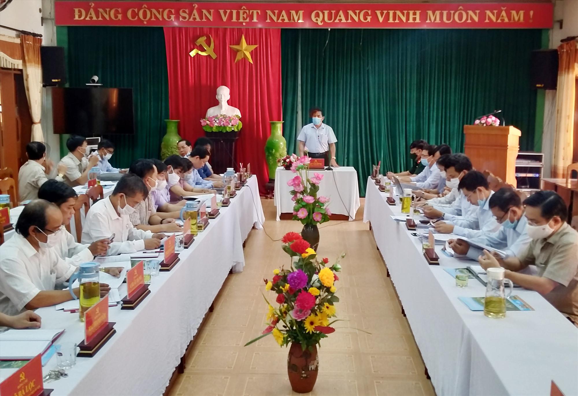 Phó Bí thư Thường trực Tỉnh ủy chủ trì cuộc làm việc với Ban Thường vụ Huyện ủy Tây Giang chiều 9.7. Ảnh: N.Đ