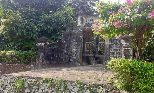 A 200-year-old well in Loc Yen village