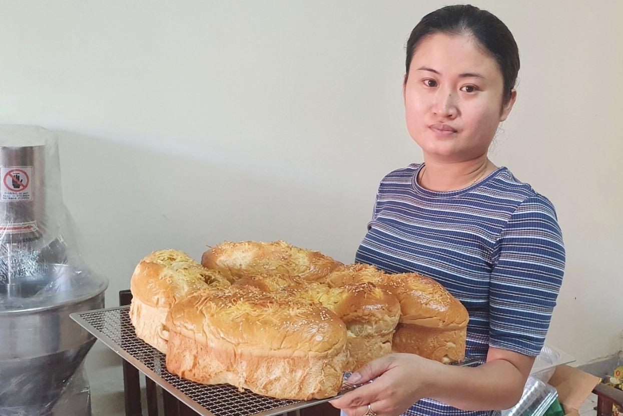 Bánh mì nho dừa của chị Thoa