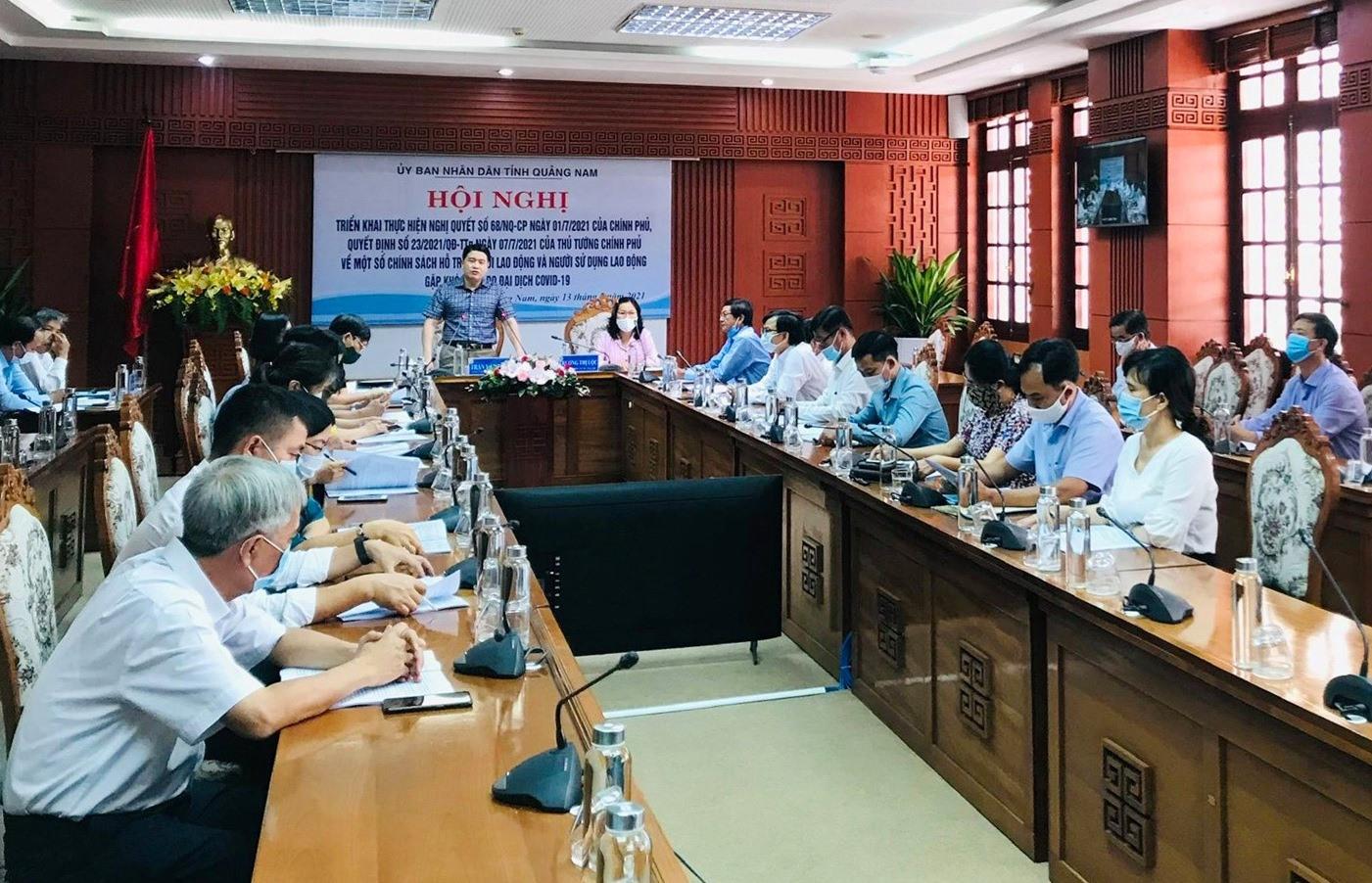 Phó Chủ tịch UBND tỉnh Trần Văn Tân chủ trì cuộc họp