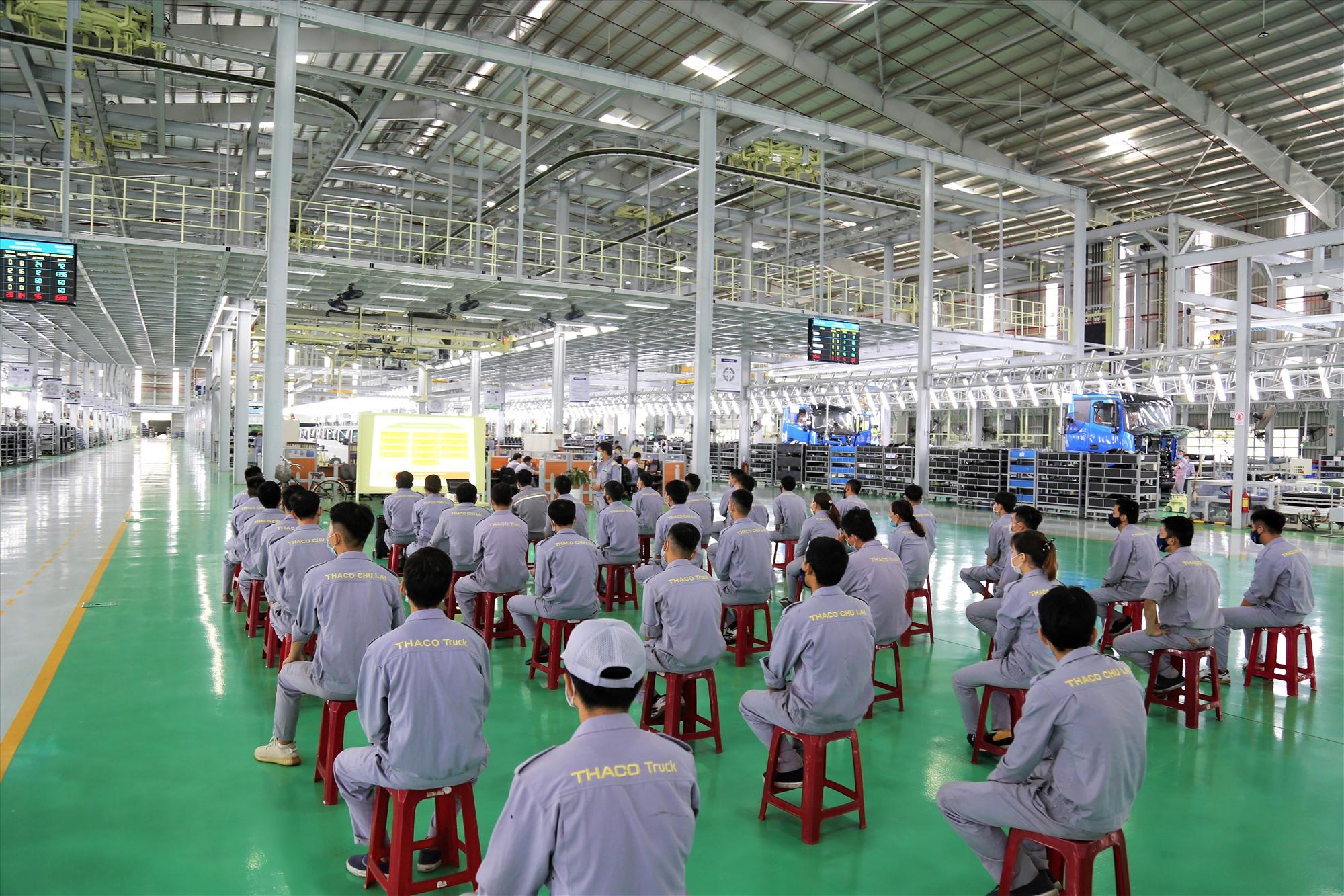 Khóa đào tạo được chia thành nhiều lớp, do cán bộ quản lý các đơn vị, nhà máy phụ trách.