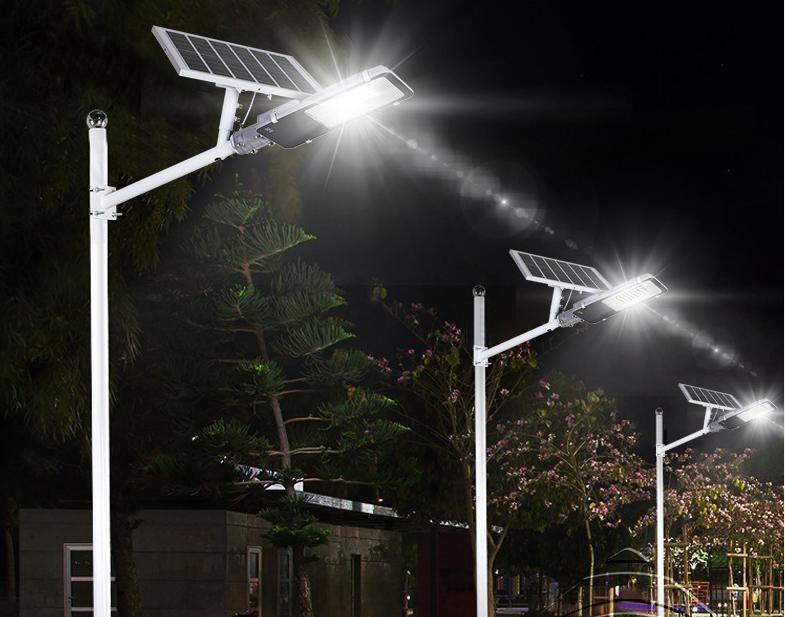 Đèn đường năng lượng mặt trời rất tiện dụng.