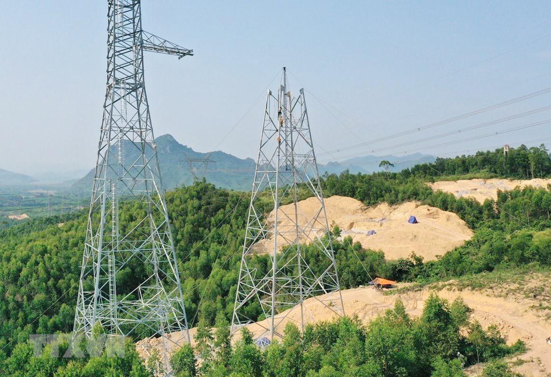 Dự án đường dây 500kV Quảng Trạch - Dốc Sỏi đoạn qua Quảng Nam vẫn còn vướng mặt bằng. Ảnh: C.P