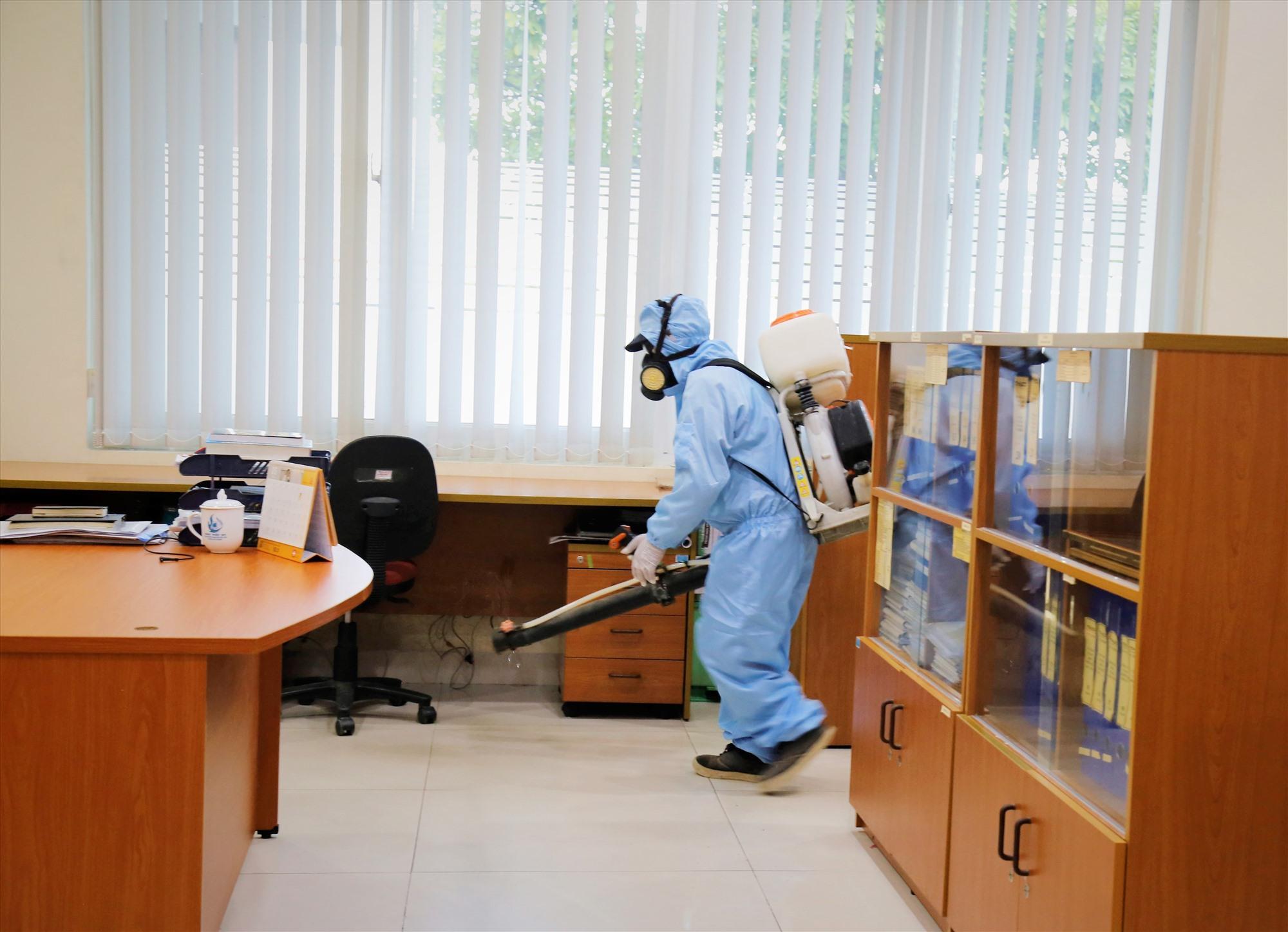 Các doanh nghiệp ở khu công nghiệp đang tổ chức những hoạt động phòng chống dịch bài bản nhất. Ảnh: X.H