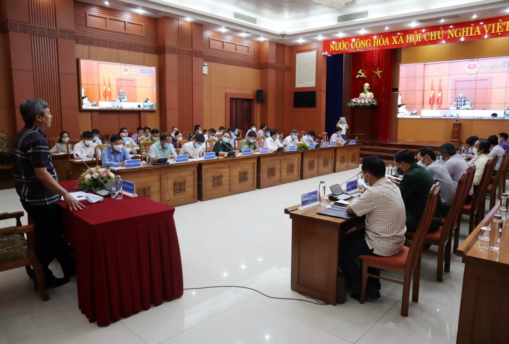 Phó Chủ tịch UBND tỉnh Hồ Quang Bửu chủ trì hội nghị trực tuyến. Ảnh: Q.T