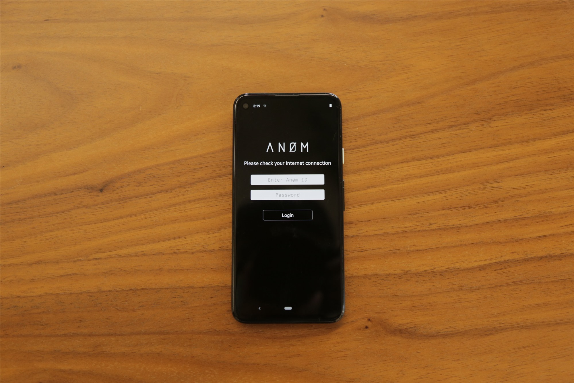 Hình ảnh một chiếc điện thoại Anom được tiết lộ. Ảnh: VICE
