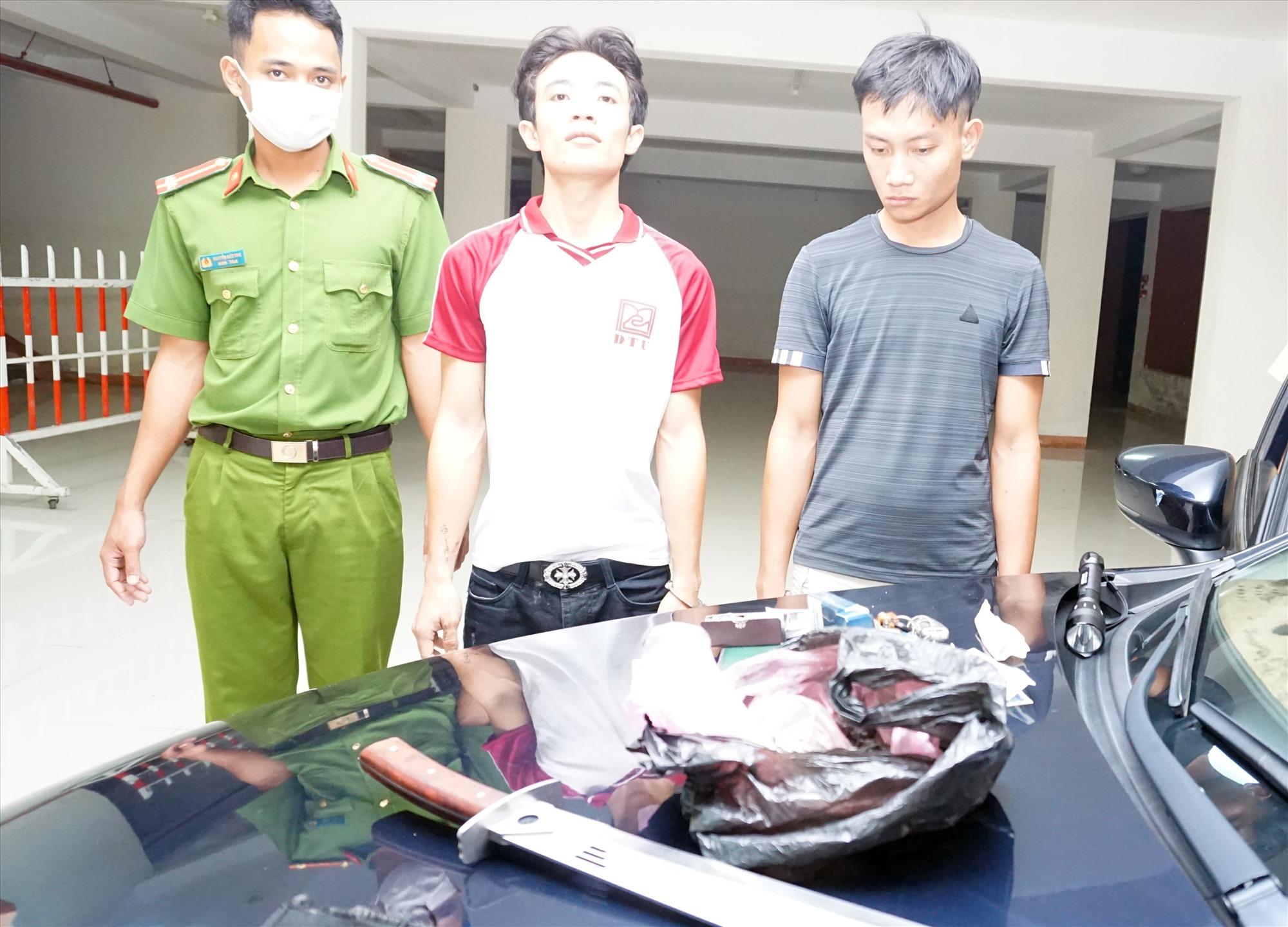 Nguyễn Văn Duy và Lê Văn Quyền khi bị bắt.
