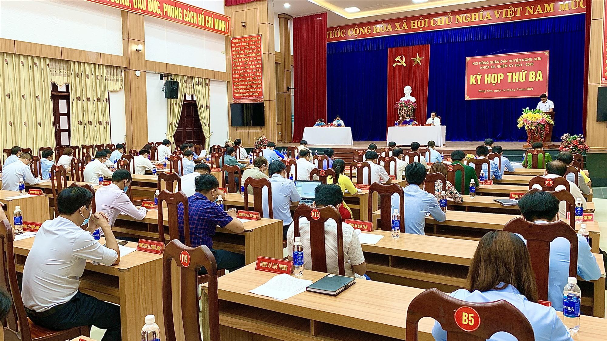 Quang cảnh kỳ họp thứ 3, HĐND huyện Nông Sơn khóa XII. (Ảnh MINH THÔNG)