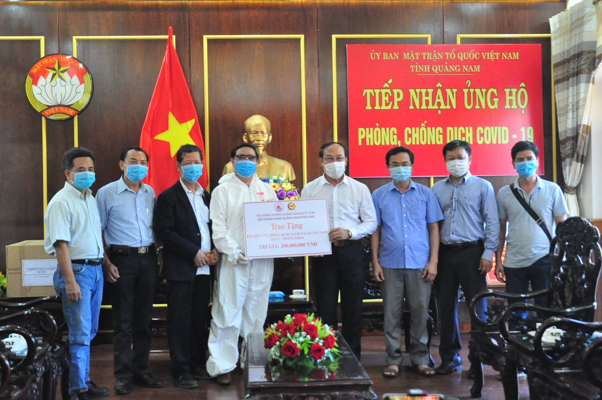 HĐH Quảng Nam tại TP.Hồ Chí Minh ủng hộ vật tư, khẩu trang y tế phòng chống dịch bệnh Covid-19 cho tỉnh Quảng Nam vào tháng 8.2020. Ảnh: VINH ANH