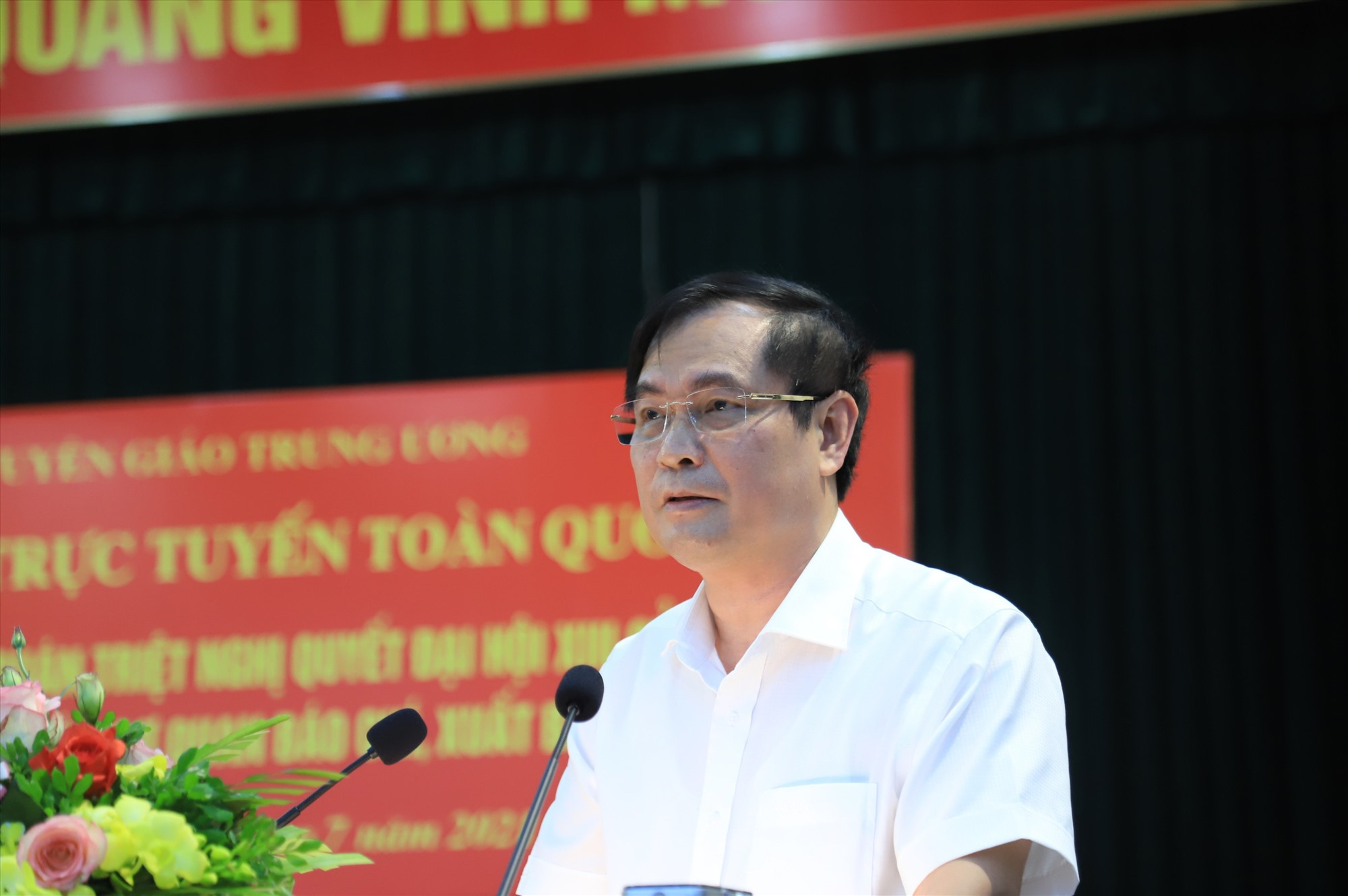 Phó trưởng Ban Tuyên giáo Trung ương Phan Xuân Thủy phát biểu tại hội nghị trực tuyến.