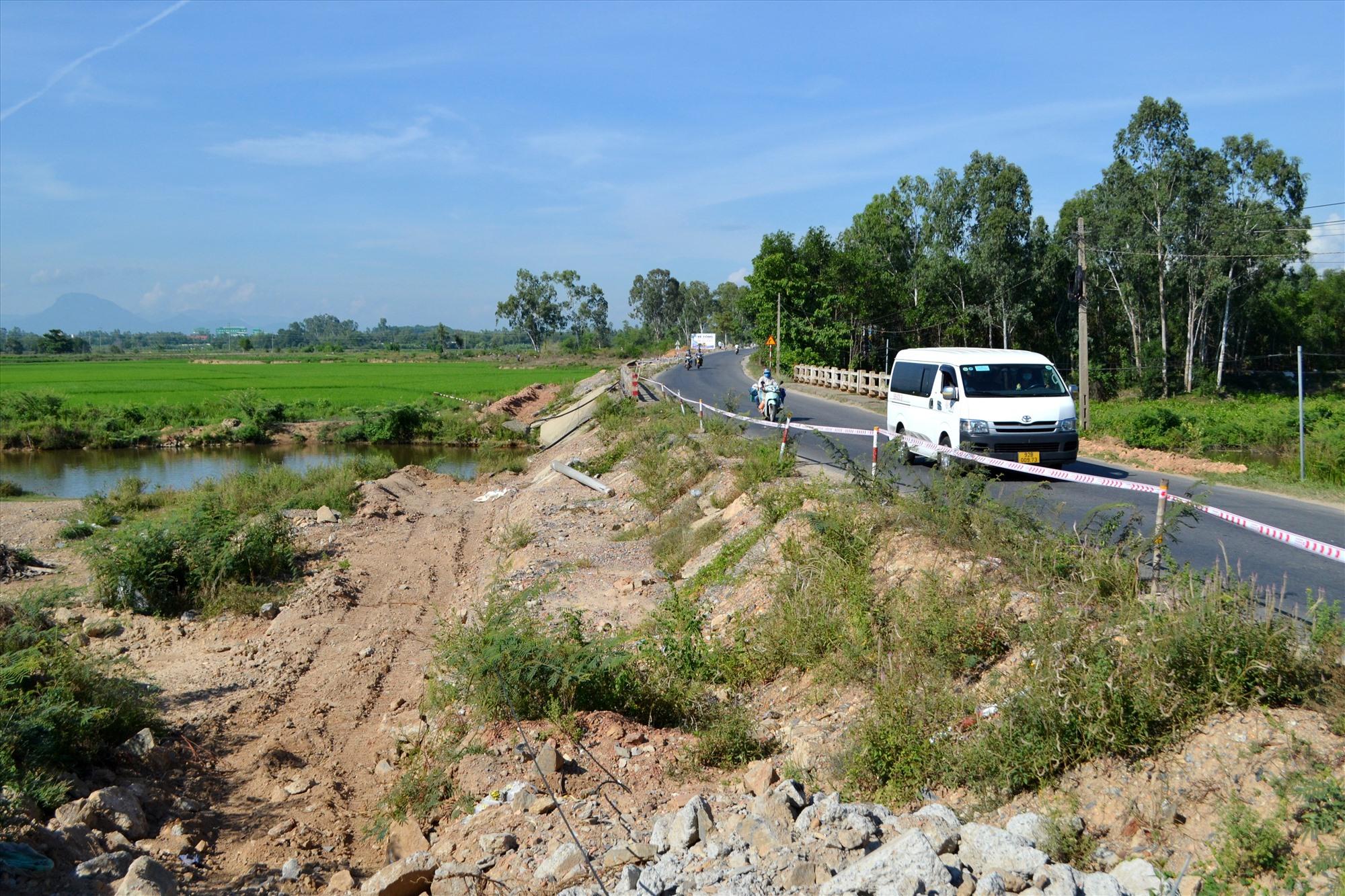 Chủ đầu tư phấn đấu hoàn thành thi công đoạn qua 3 cây cầu trên tuyến ĐT609B trong tháng 9 để tránh bị lũ lụt gây hư hỏng. Ảnh: CT