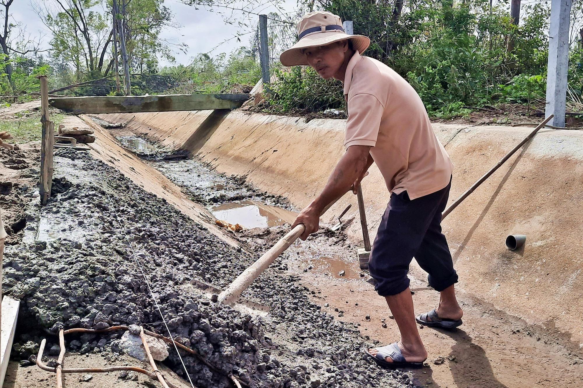 Kiên cố hóa kênh mương giúp người nông dân sản xuất hiệu quả hơn. Ảnh: H.Đ