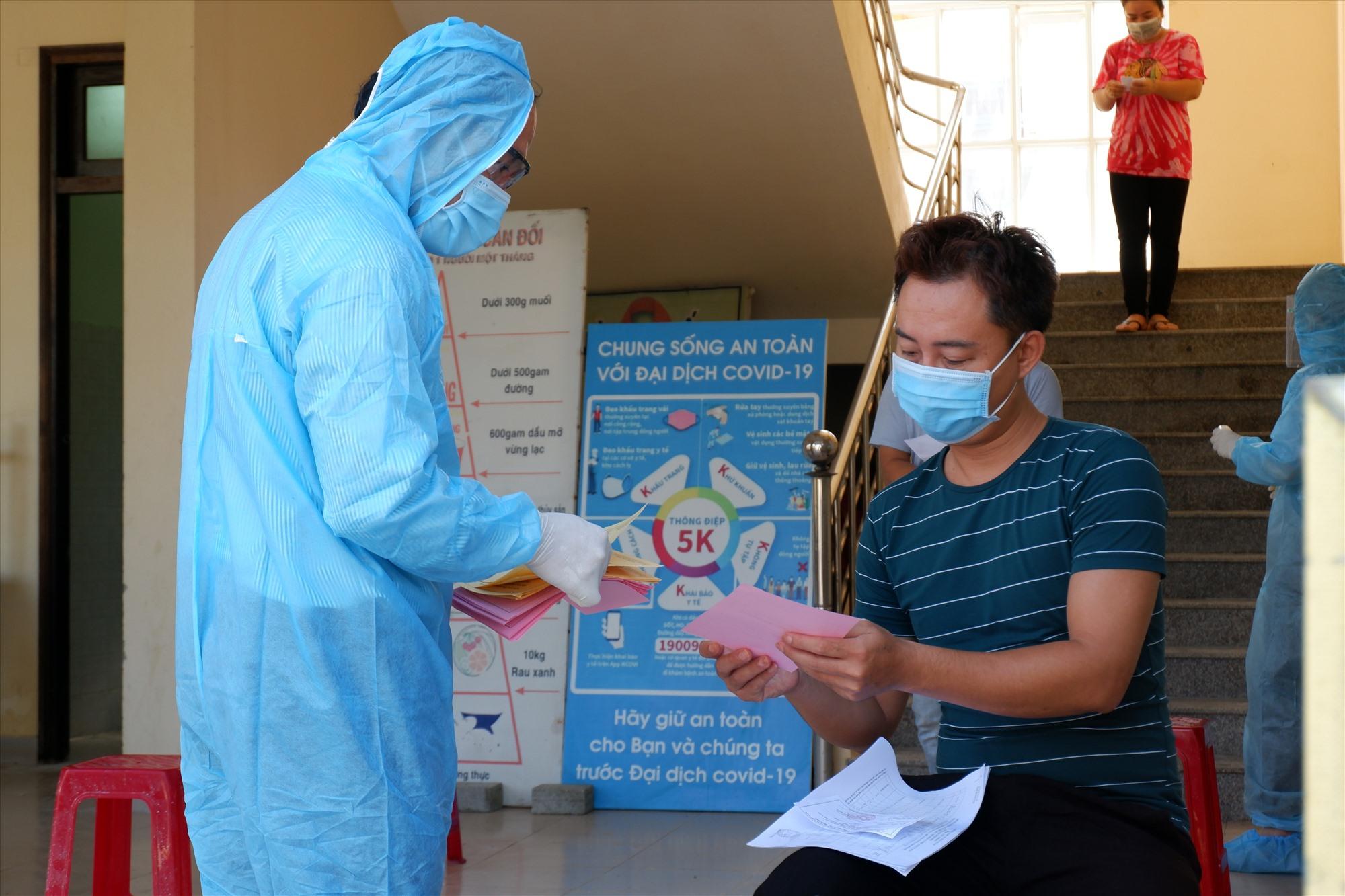 Đảm bảo năng lực tại các khu cách ly tập trung để đón người từ TP.Hồ Chí Minh về Quảng Nam. Ảnh: X.H
