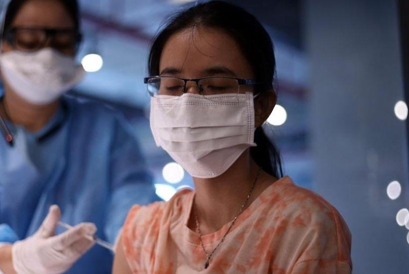 Theo Bộ Y tế, những người bị tiền sử phản vệ từ độ 2 trở lên (nêu rõ tác nhân dị ứng) thuộc diện chống chỉ định tiêm chủng vaccine COVID-19 cùng loại. (Ảnh minh họa)