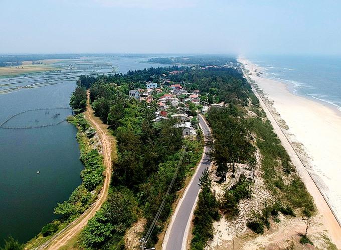 Làng Hòa Thanh nằm trong khu vực giữa biển và sông. Ảnh Internet