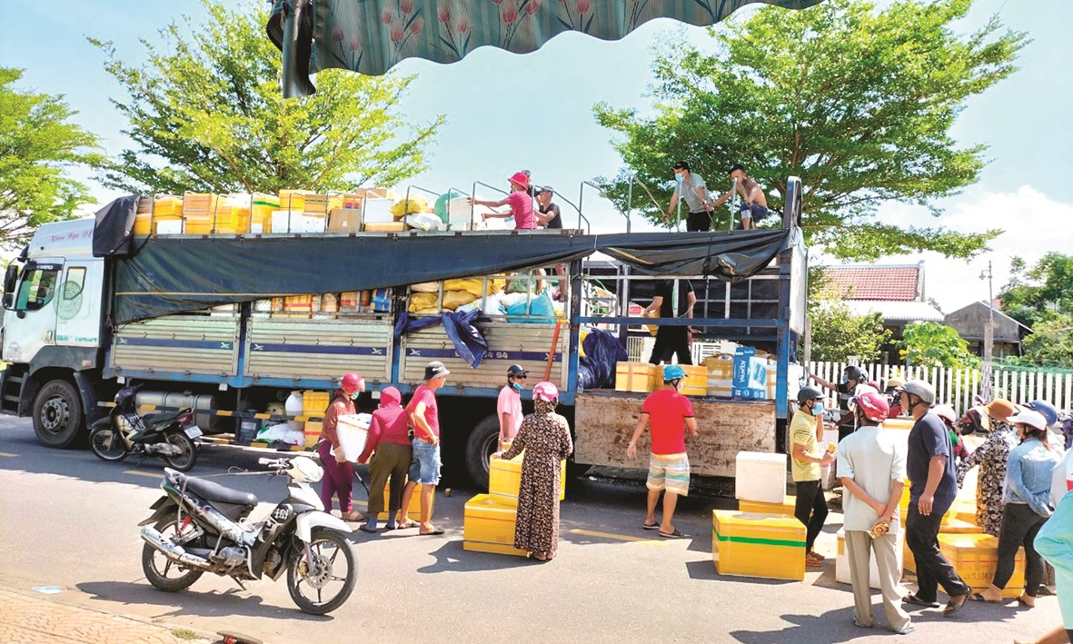 Những chuyến xe 0 đồng chở hàng tiếp tế người Sài Gòn đã lăn bánh.