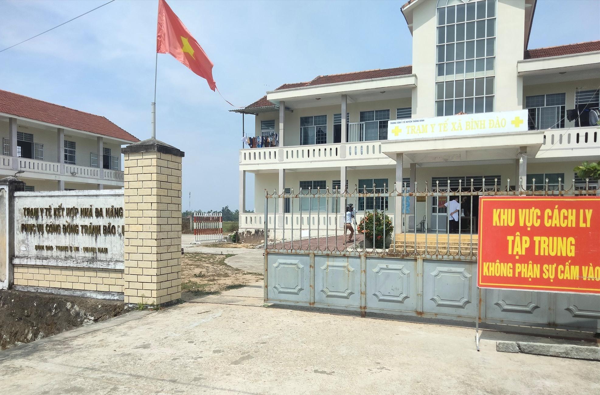 cơ sở cách ly tập trung tại Nhà đa năng và Trạm Y tế xã Bình Đào.