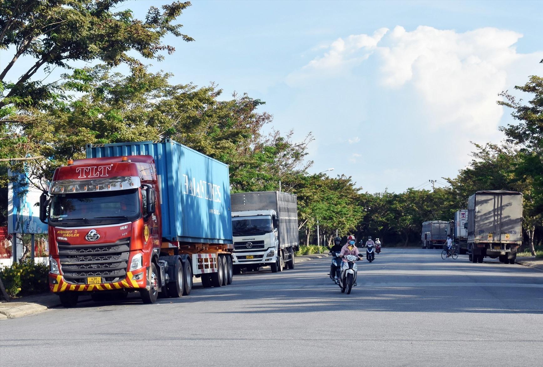 Việc cấm xe vận chuyển hàng hóa ra vào Quảng Nam khiến doanh nghiệp gặp khó với đối tác