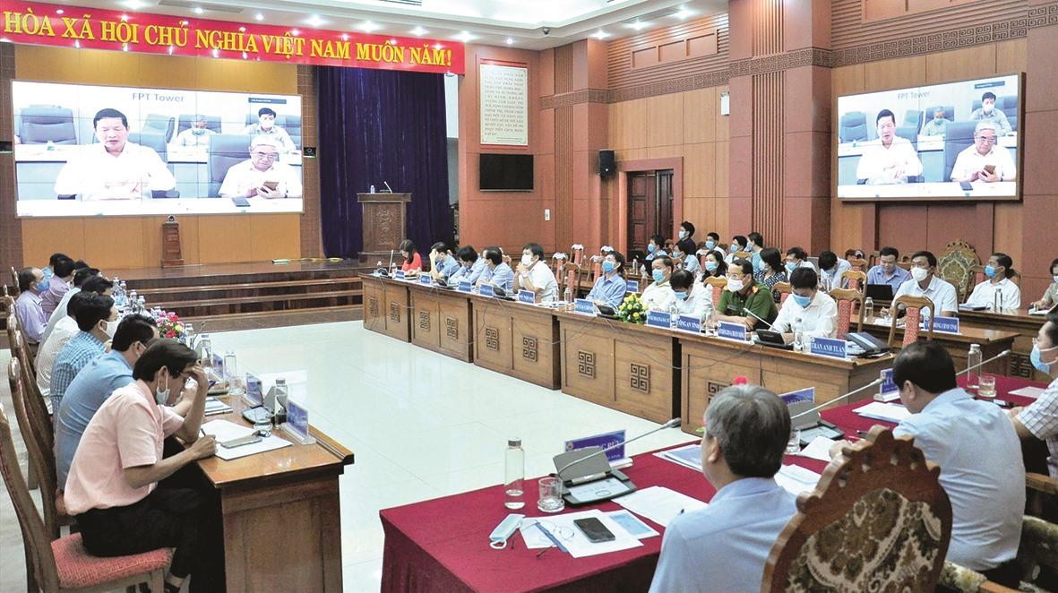Quang cảnh hội thảo chuyển đổi số giữa UBND tỉnh và FPT tại điểm cầu Quảng Nam. Ảnh: VINH ANH