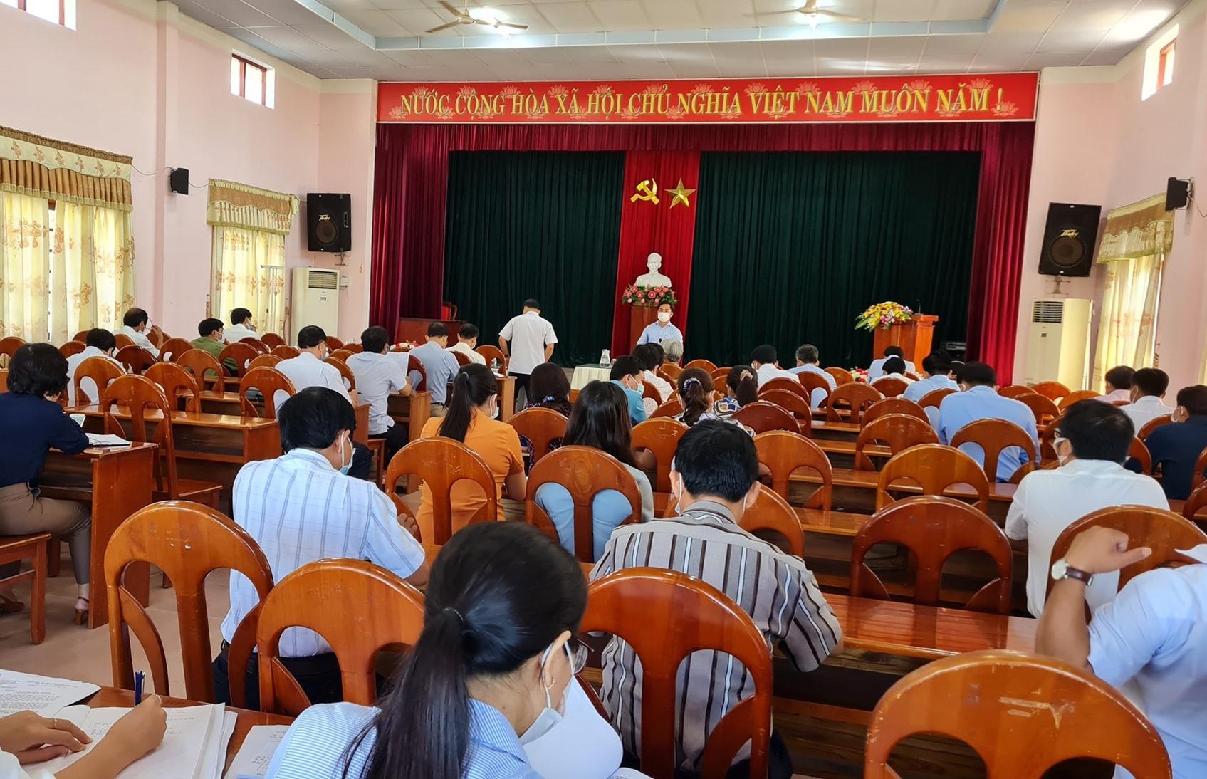 UBND huyện Đại Lộc họp ban chỉ đạo phòng chống dịch Covid-19. Ảnh: B.L