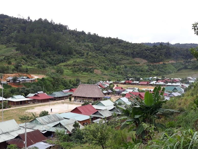 Một làng đồng bào dân tộc thiểu số ở huyện Tây Giang. Ảnh: C.N
