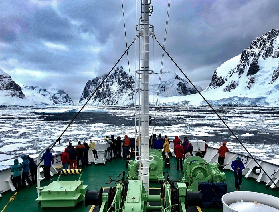 Một chuyến khám phá Nam Đại Dương của các nhà khoa học. Ảnh: USDToday