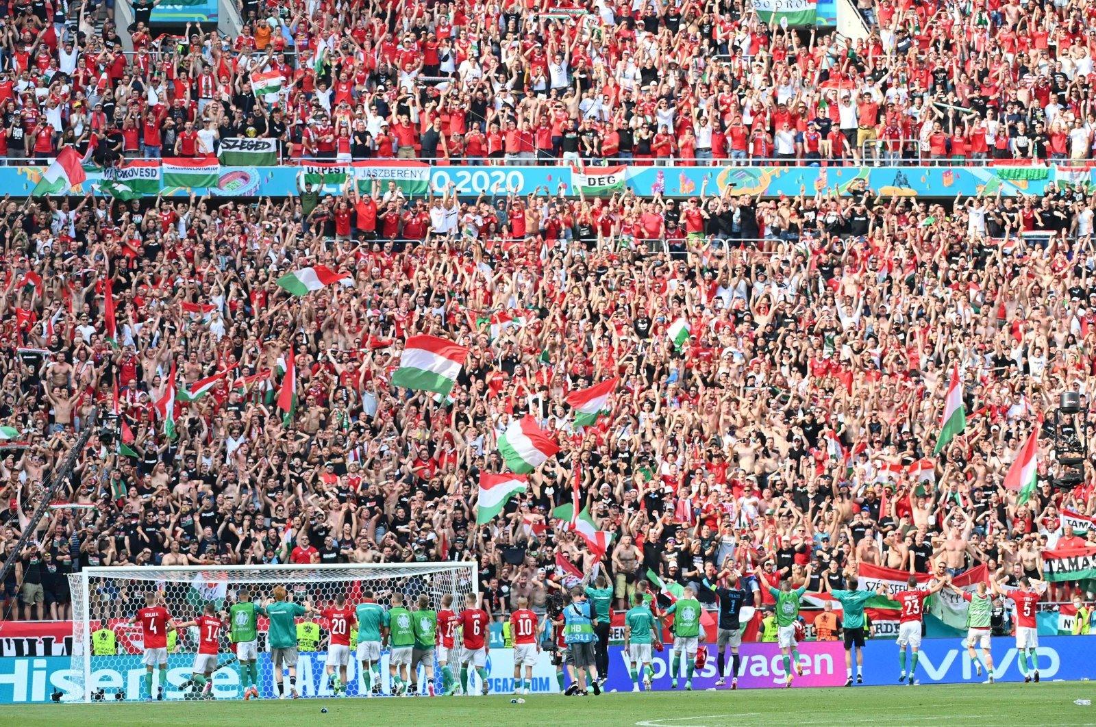 Một trong những sân vận động tổ chức giải EURO 2020 tràn ngập khán giả. Ảnh: Gettyimage