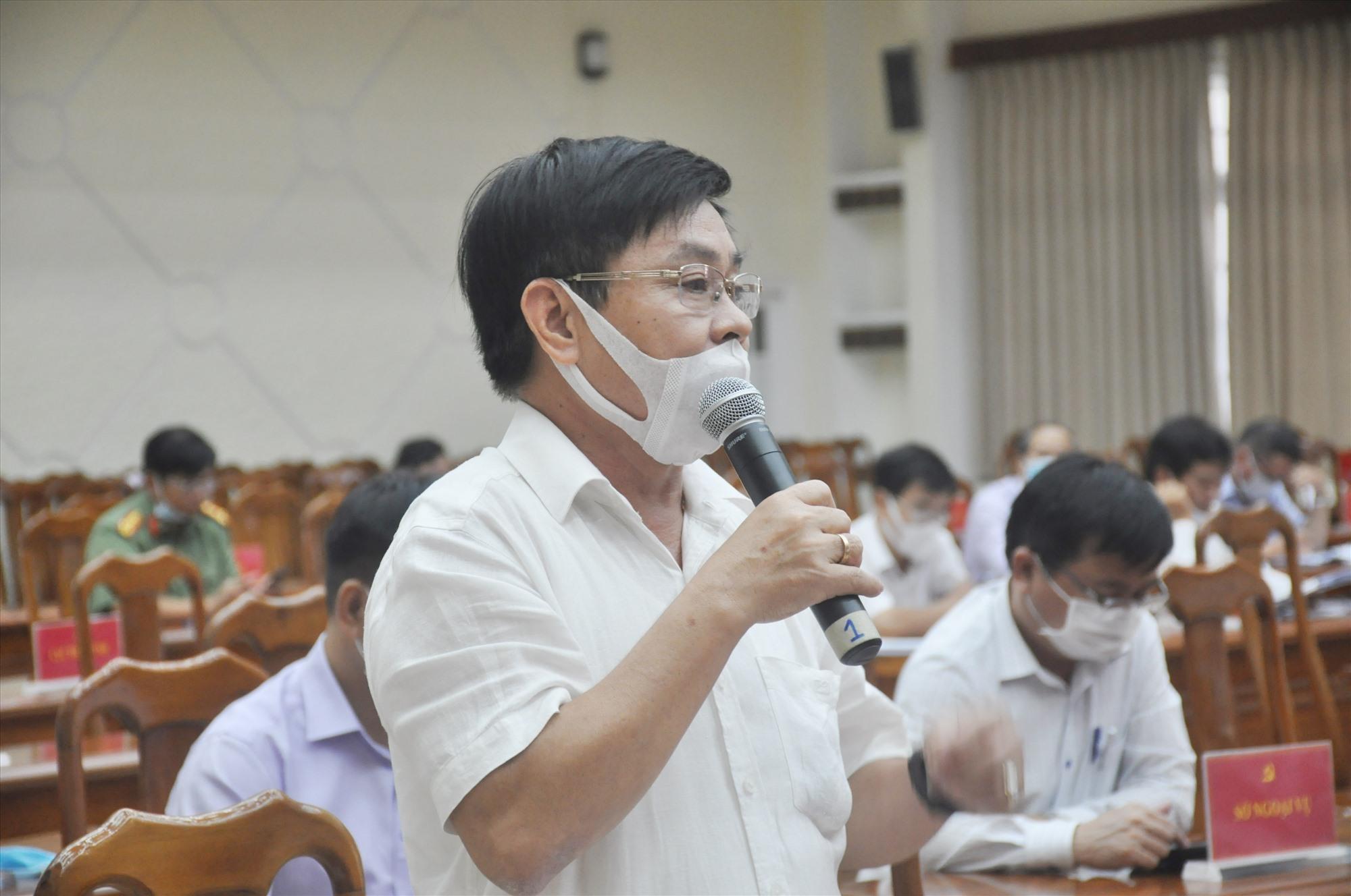 Các đại biểu thảo luận chung tại hội trường sáng nay 1.7. Ảnh: N.Đ